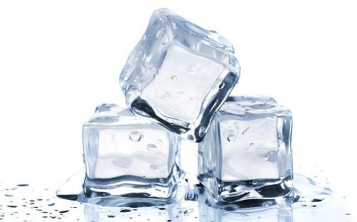 Лед в рекламе никогда не тает. Учитывая жар от осветительных приборов и длительность съемок, лед при