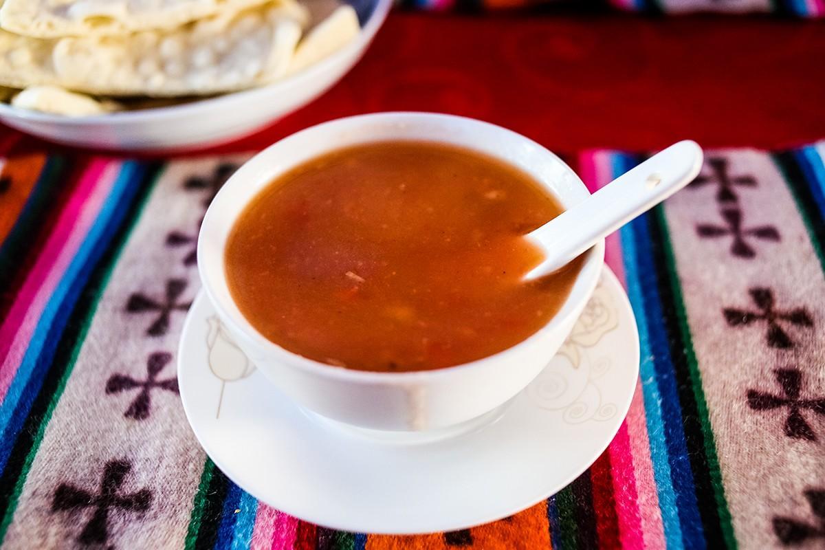 6. Суп очень вкусный и иногда такой густой, что больше походит на соус к мясу. Бывает и острый, и по