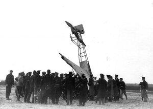 Вид аэроплана Блерио, потерпевшего аварию.