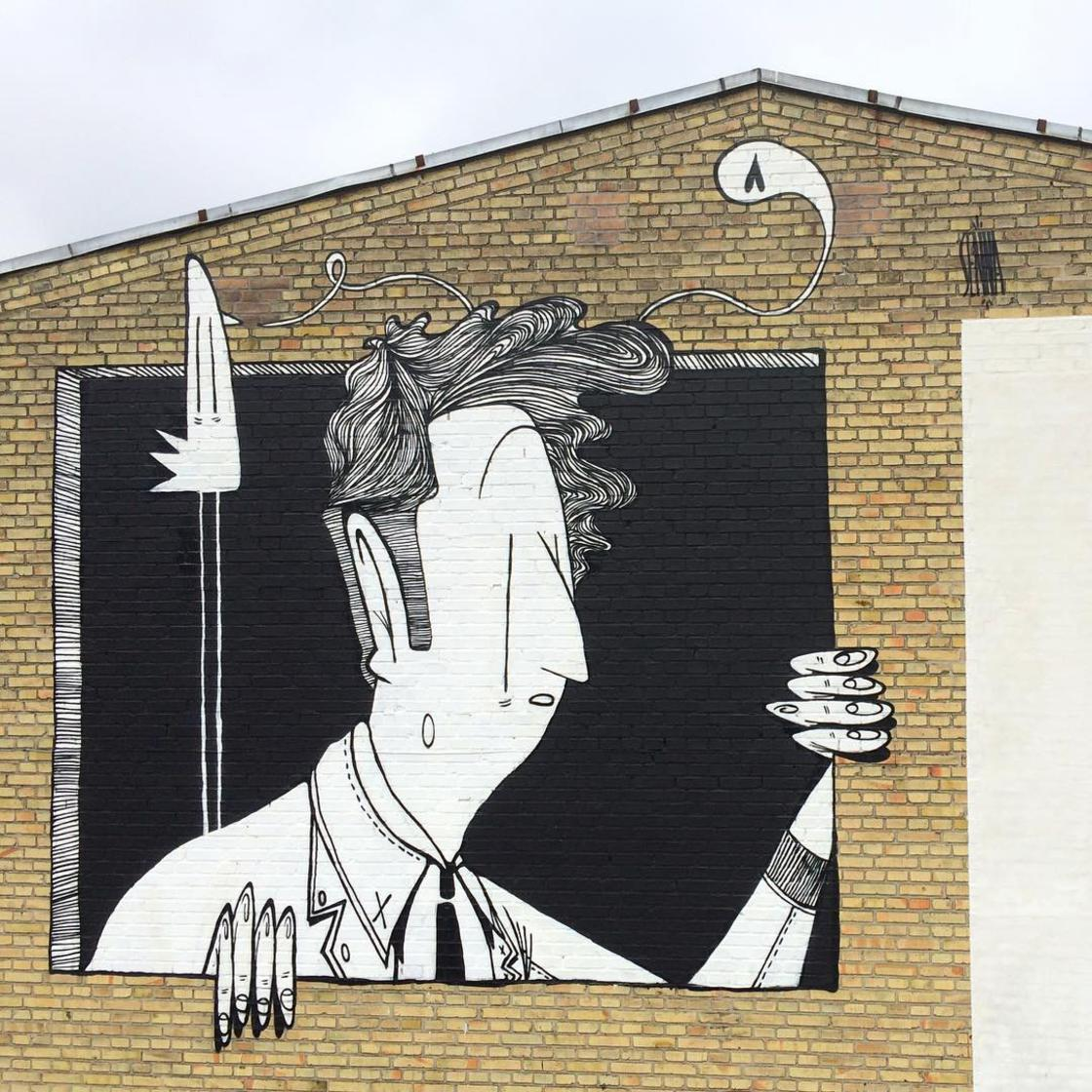 The positive and poetic street art creations by Alex Senna
