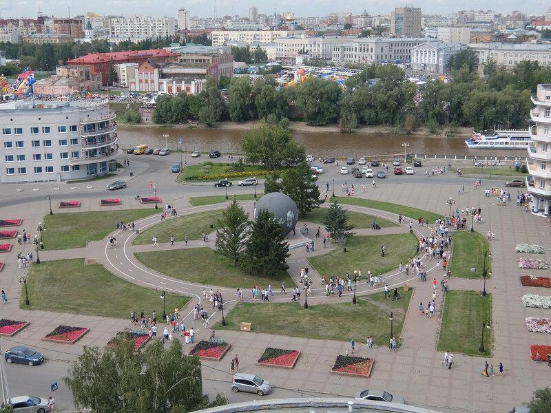 Вид на реку Омь и площадь Бухгольца