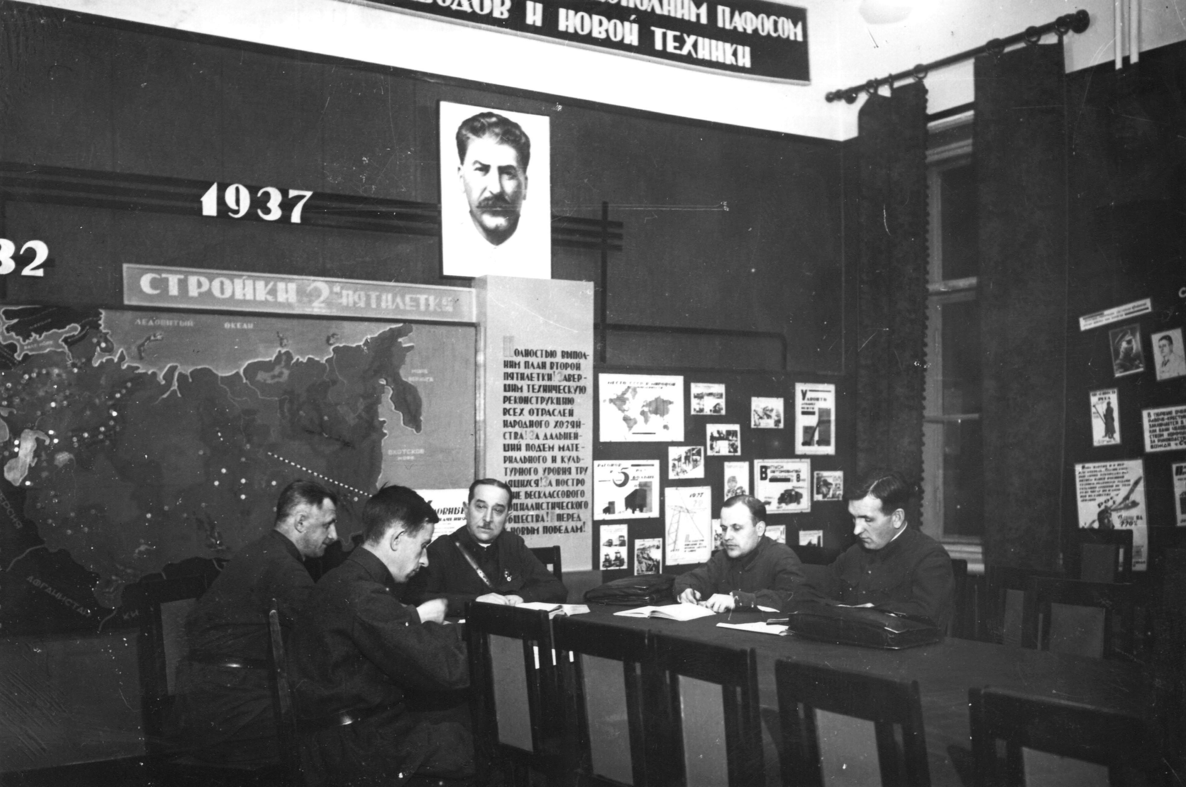 1936. Заседание кафедры военных наук проводит начальник кафедры П.Н. Одинцов