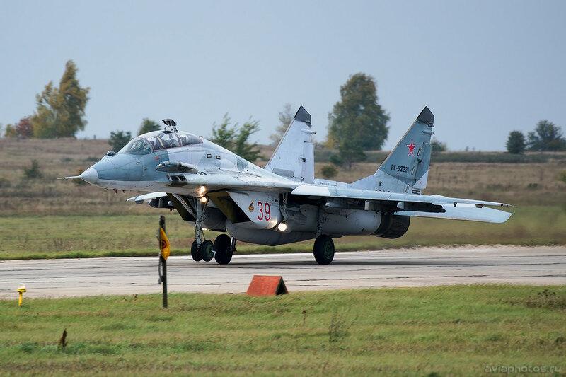 Микоян-Гуревич МиГ-29УБ (RF-92231 / 39 красный) ВКС России 0232_D805950