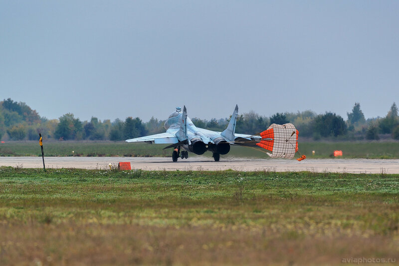 Микоян-Гуревич МиГ-29УБ (RF-92268 / 35 красный) ВКС России 0280_D805990-2