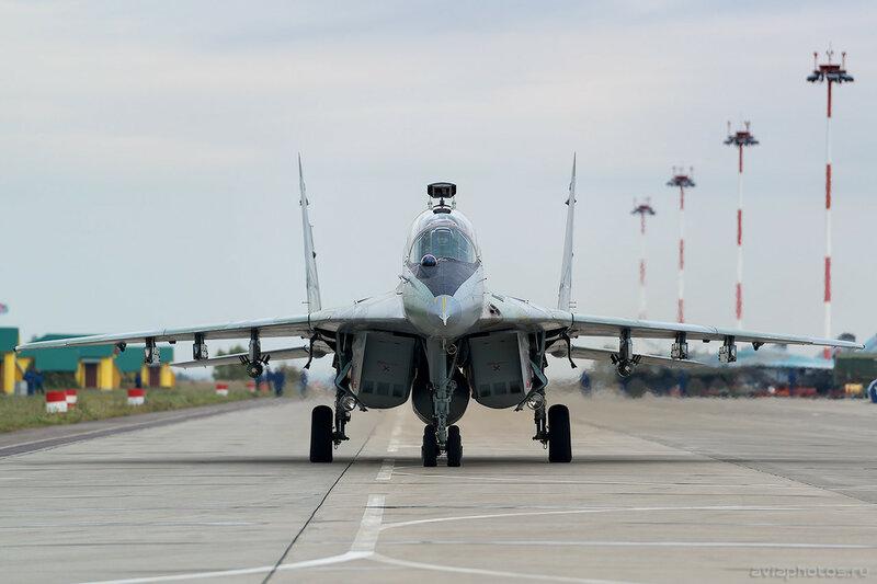 Микоян-Гуревич МиГ-29УБ (RF-92270 / 36 красный) ВКС России 0128_D805846