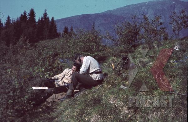 stock-photo-ww2-color-norway-1941-german-military-radio-operator-team-with-radio-set-and-antenna-8006.jpg