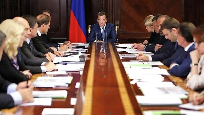 Медведев: Кабмин определил порядок возмещения денег пострадавшим дольщикам