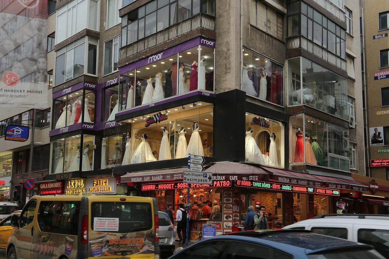 Стамбул. Улица Сёцслю Чешме (Söğütlü Çeşme Caddesi)