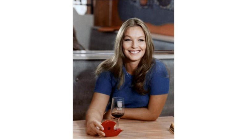 Так как актриса жила во Франции, то одевалась в европейских магазинах, сильно отличавшихся по ассорт