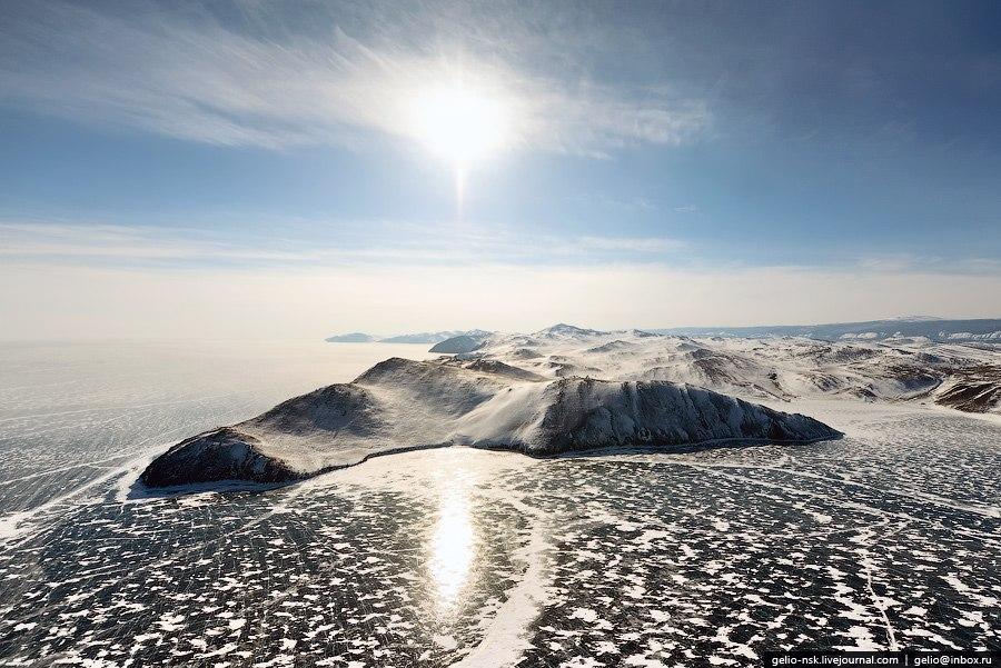 Недалеко от внешней стороны Ольхона — глубочайшее место Байкала (1642 м):