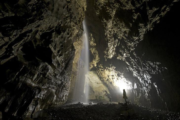 2. Во Франкфурте, который стоит на реке Майн, идет строительство подземного тоннеля под рекой. Вот к