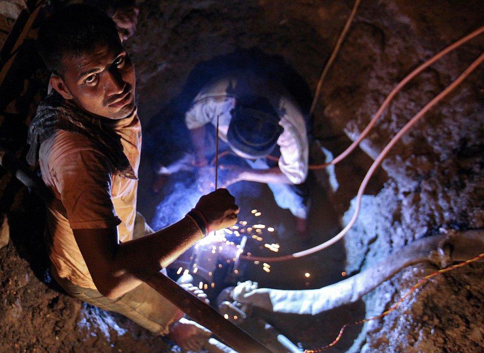 Подземный туннель на острове Сямэнь, провинция Фуцзянь, Китай, 14 декабря 2011. (Фото Jason L
