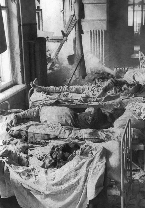 Пациенты ленинградской больницы, погибшие в результате немецкого артобстрела.   Казаки-г