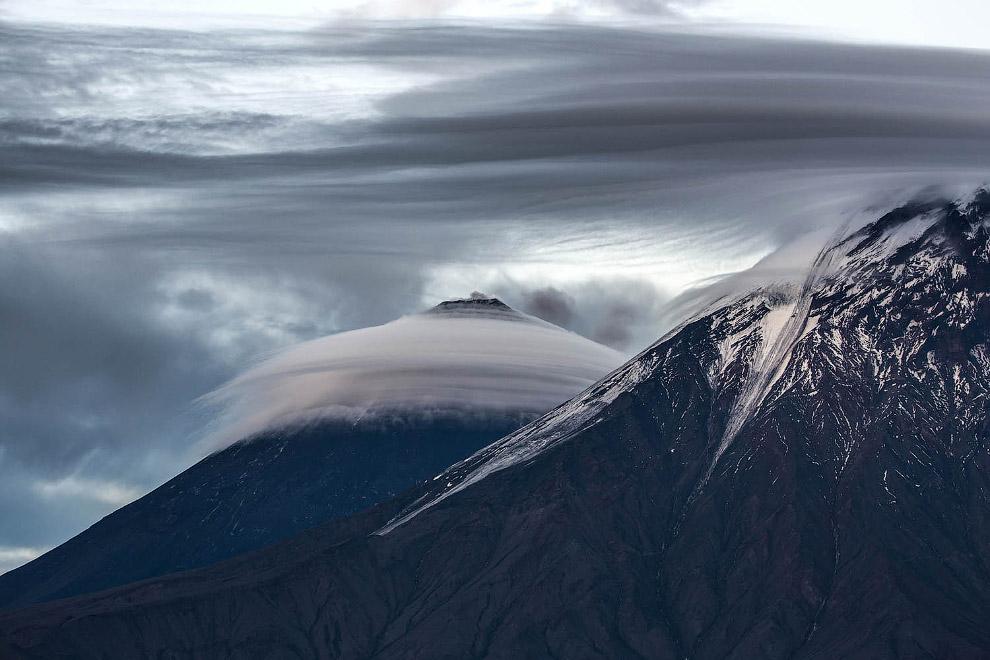 12. Банк России первого августа 2008 года выпустил набор памятных монет, посвящённых вулканам Камчат
