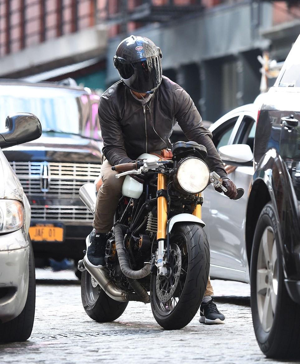 Знаменитости на мотоциклах