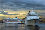 Круизные лайнеры на Неве