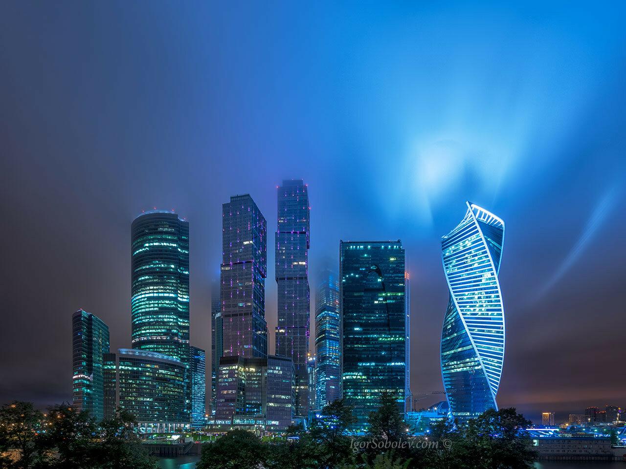 Корона над Москва-сити