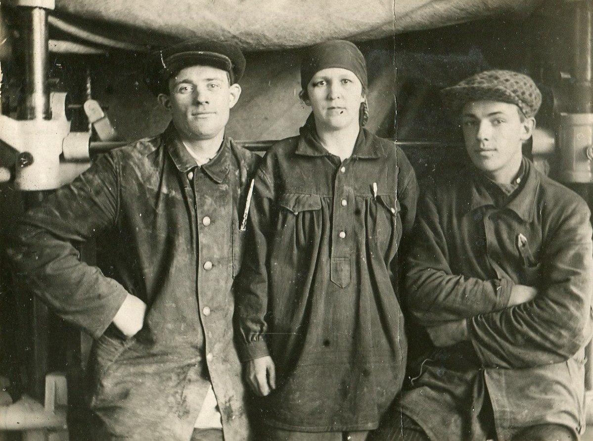 1935. Курсанты после занятий