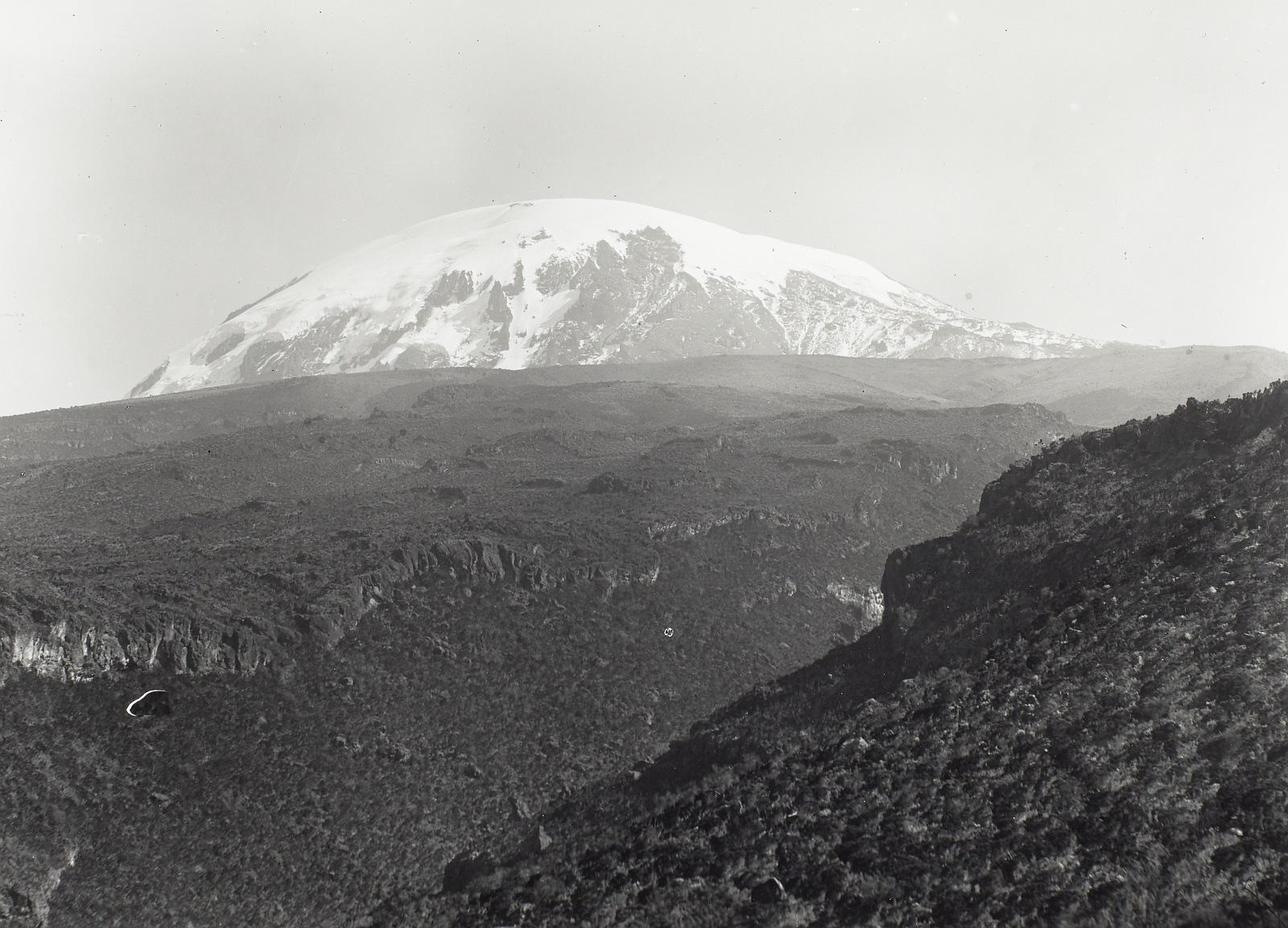 11. Килиманджаро. Кибо. Лавовые поля с юга на юго-восток