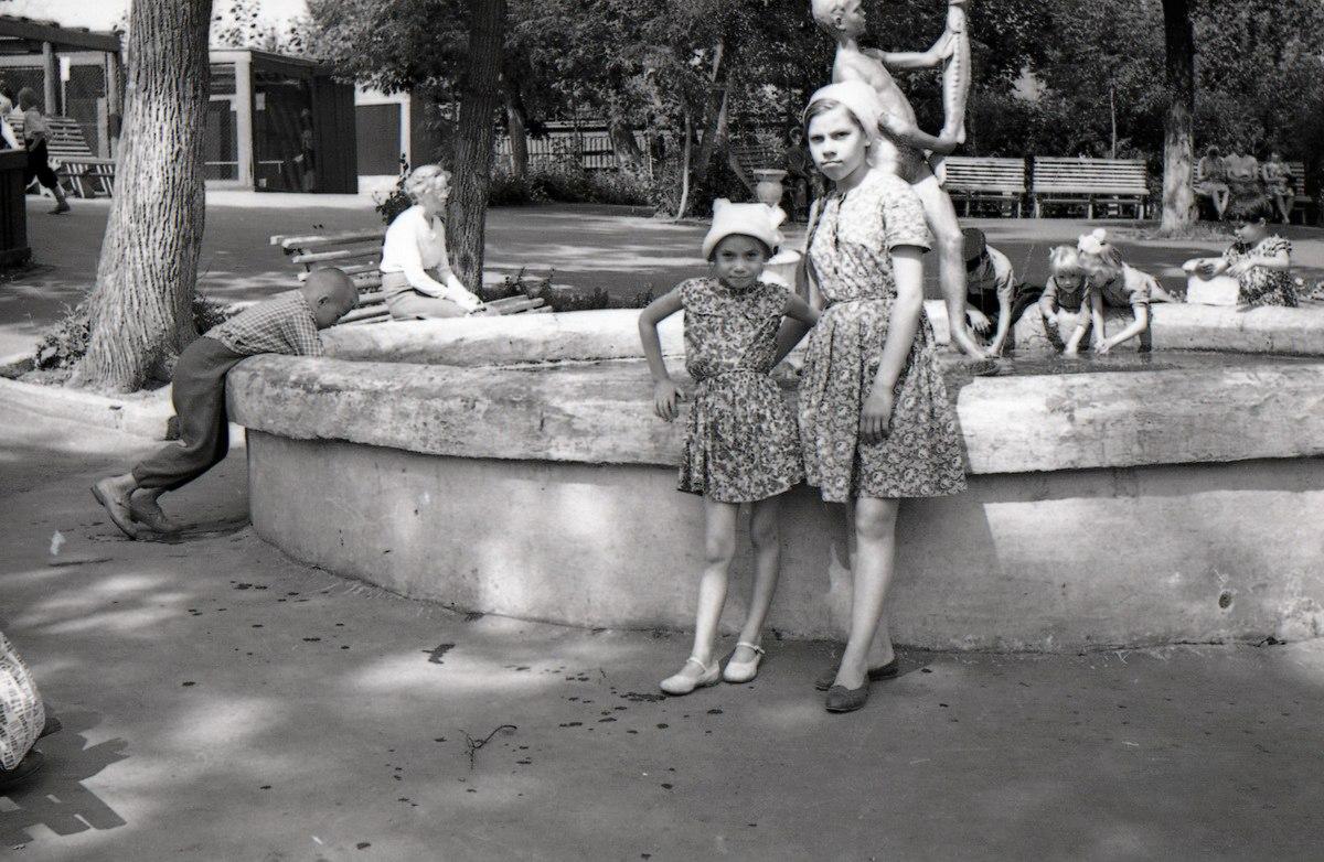 1964. Фонтан на территории зоопарка