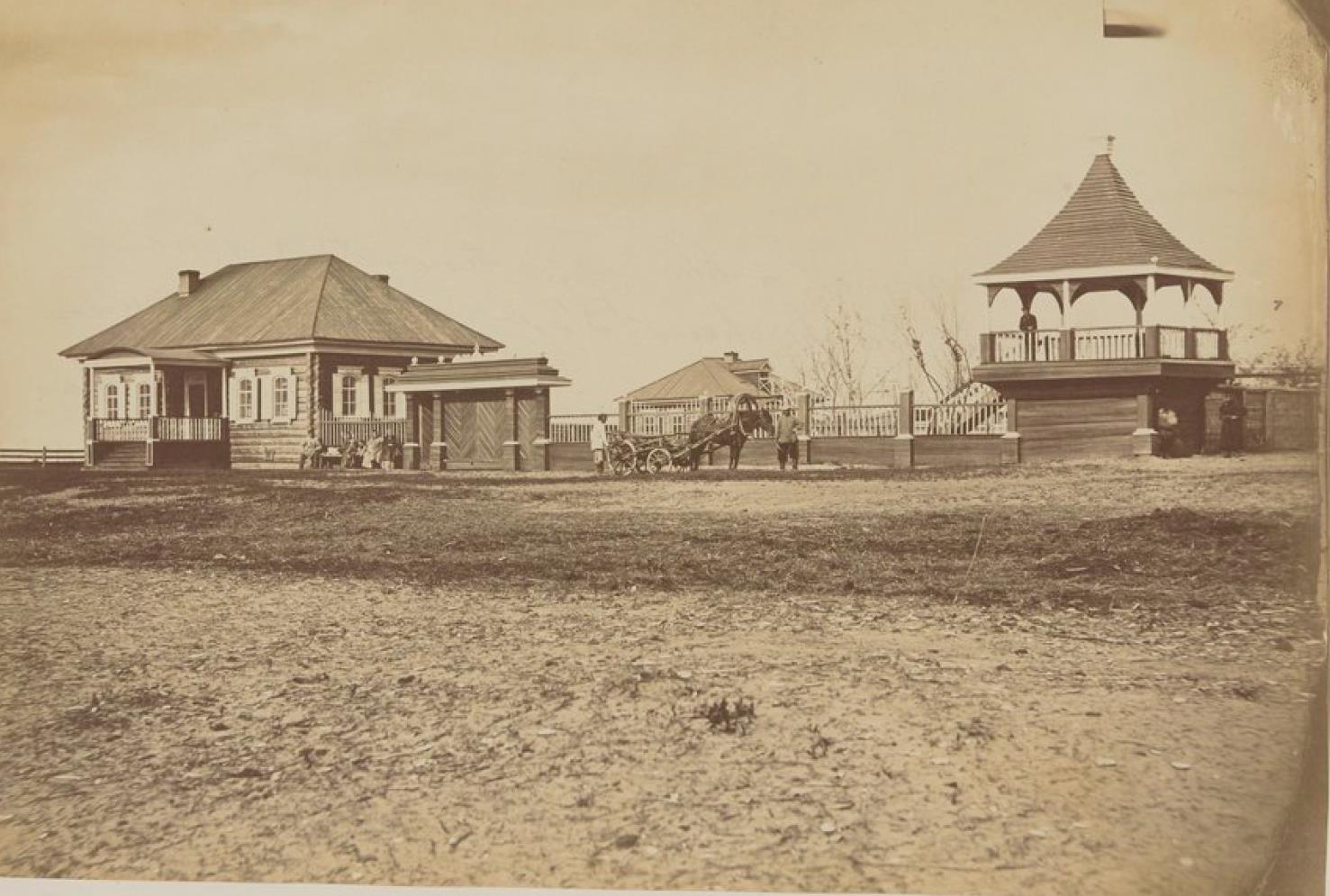 Окрестности Благовещенска. Дома золотодобывающей компании, расположенные на Амуре в 42 километрах ниже по течению от Благовещенска. 1872