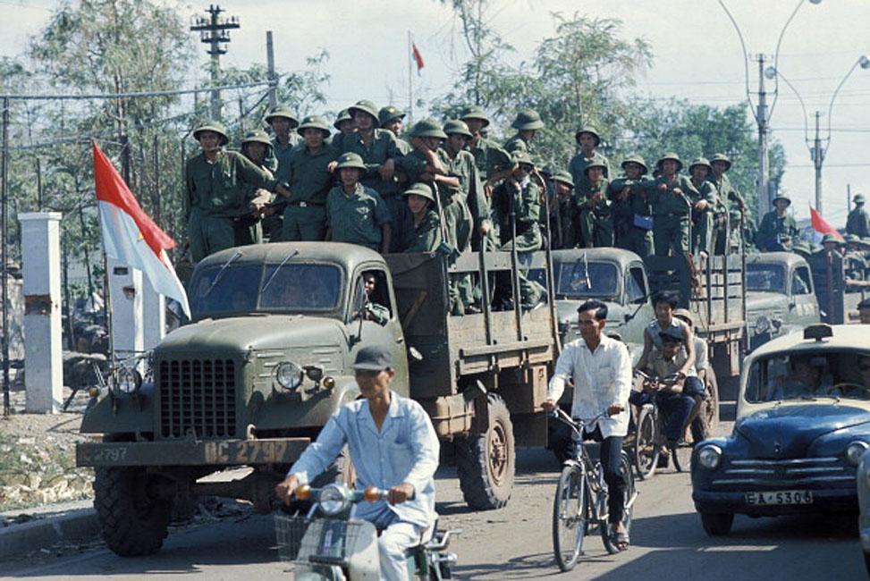 Армия Вьетконга входит в Сайгон