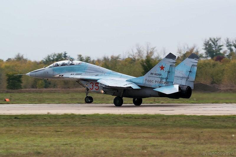 Микоян-Гуревич МиГ-29УБ (RF-92268 / 35 красный) ВКС России 0276_D805986