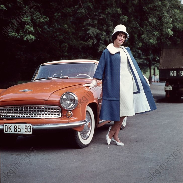 Kleid mit passendem Mantel/Hut/Foto 1961 - Dress with coat / Hat / Photo 1961 - Mode : mode fйminine 1961. - Robe mi-longue, йlйgante avec m