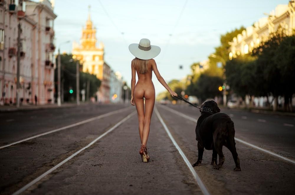Фото улице эротические вечером на