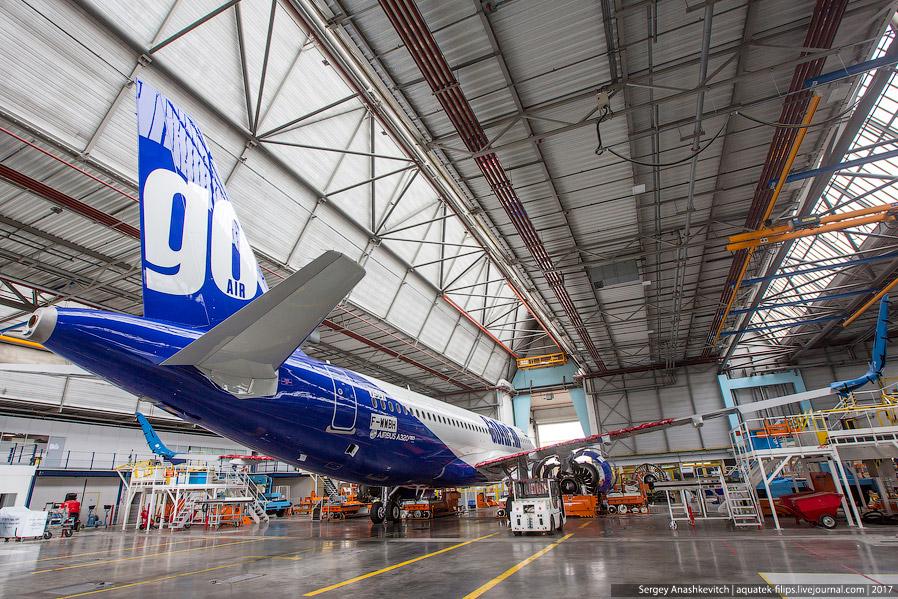 23. Двигатель современного A320neo. Он настолько огромен, что по диаметру больше чем ... салон