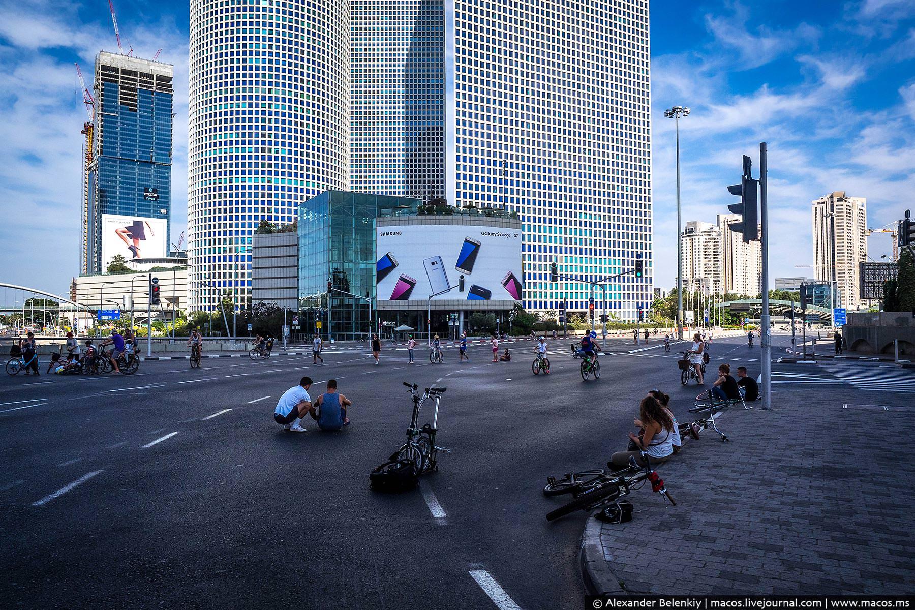 Самое интересное происходит возле главной тель-авивской магистрали «Аялон» и у комплекса башен «Азри
