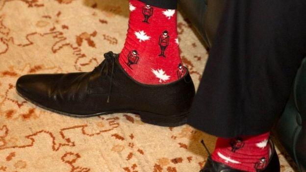 На его носках, кроме кленовых листьев, был изображен другой символ Канады — конные полицейские.