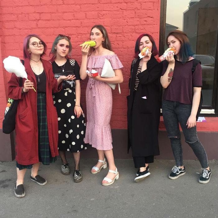 Откуда взялся мем «винишко-тян», как узнать этих девушек и что они говорят о себе