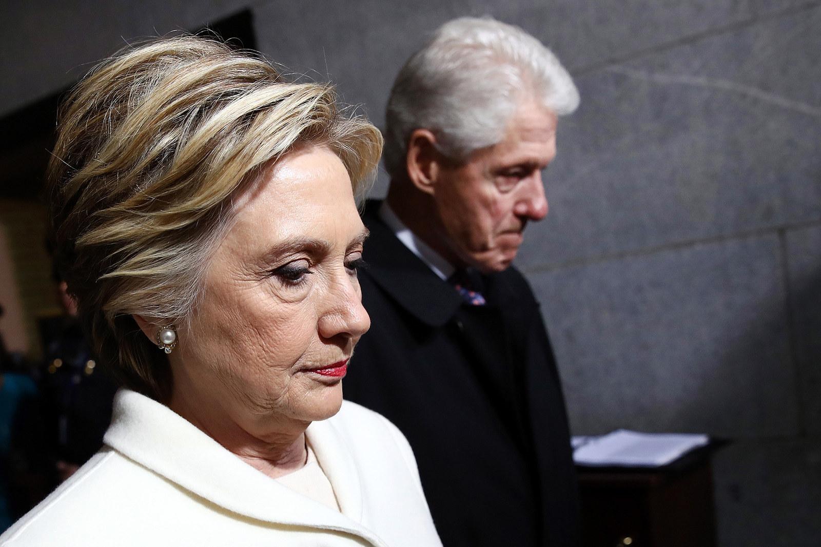 Buzzfeed отобрал самые атмосферные снимки политической элиты Штатов за прошедший год.