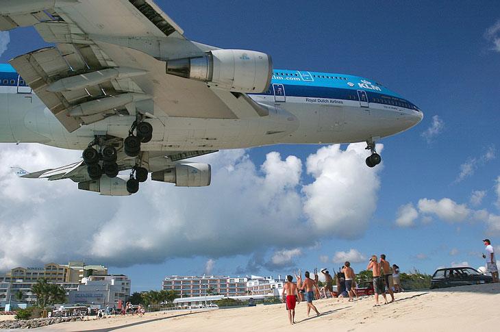 Maho Beach — один из самых необычных пляжей в мире (16 фото)