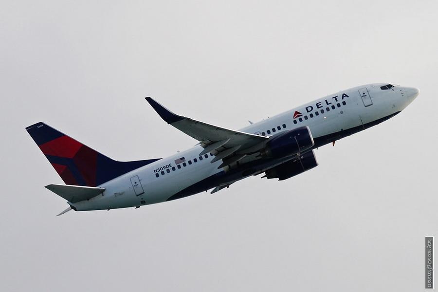 B-737_N309DE_Delta_Air_Lines_1_SXM_for_zps4ed9c92d.JPG