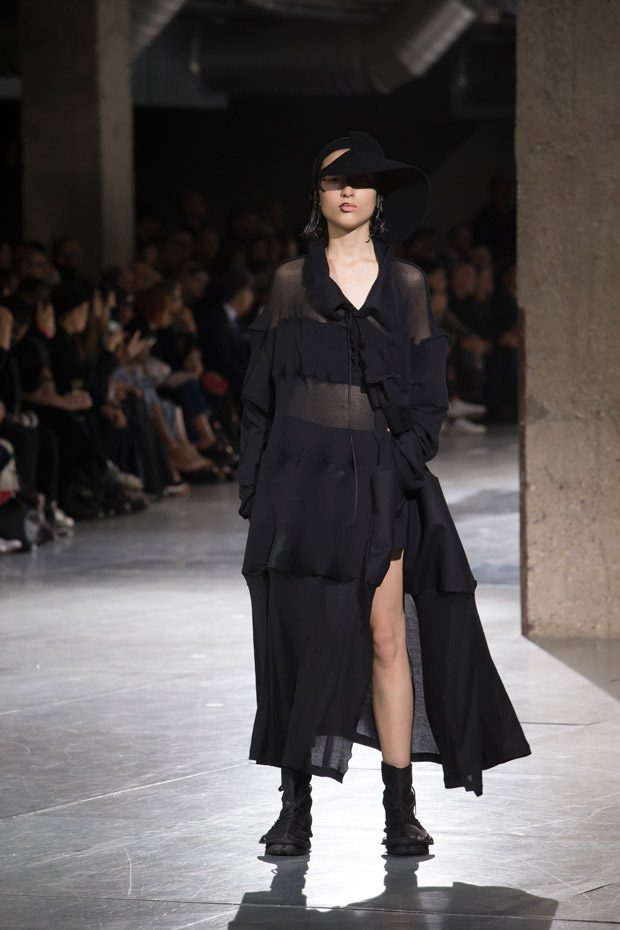 #PFW: YOHJI YAMAMOTO Spring Summer 2018 Womenswear Collection