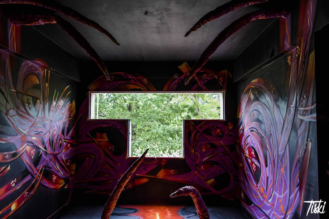 LaBel Valette – 100 street artists are investing an abandoned castle