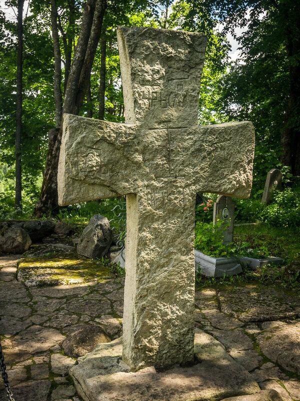 Здесь находится т.н. Труворов крест.