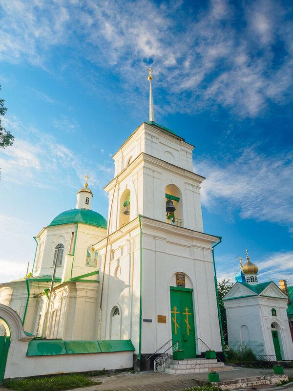 Пройдя Юрьевскую улицу, вскоре упираешься в церковь Севастийских мучеников.