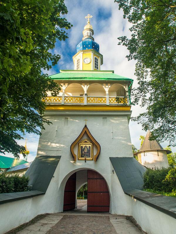 и Свято-Успенский Псково-Печерский мужской монастырь.