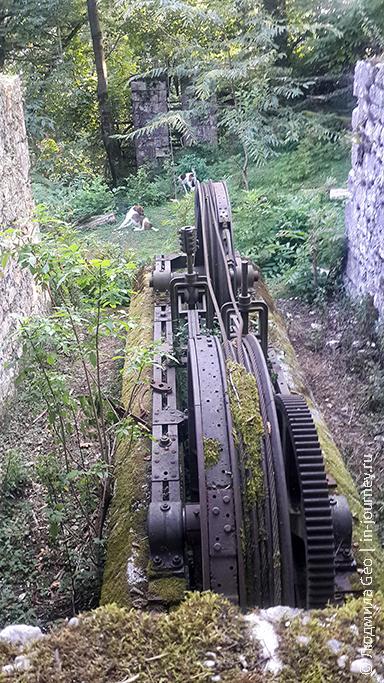 механизмы узкоколейки в Абхазии на горе Акун 528 метров
