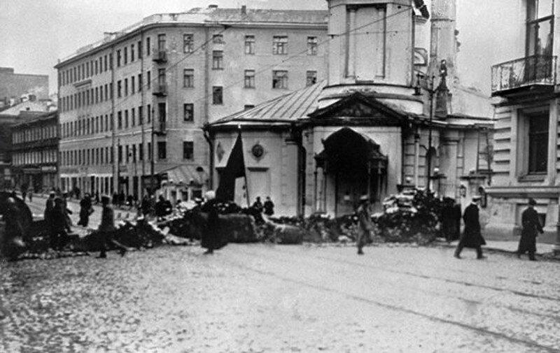 108003 Улица Остоженка. Баррикады на улице. 1917 год (вариант №2).jpg