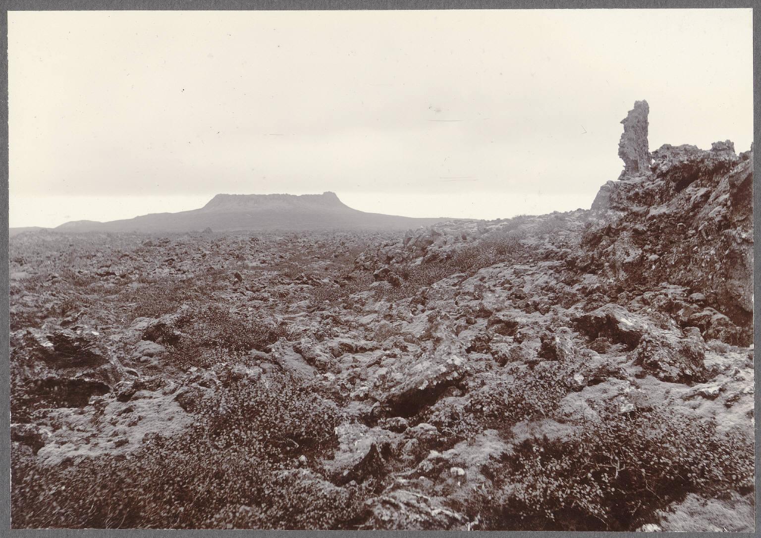 Кратер Элдборг и лавовое поле с севера