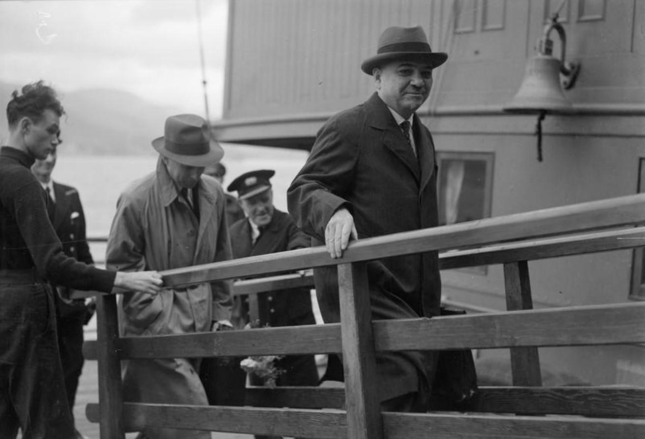 15 сентября 1943. Гринок. Бывший чрезвычайный и полномочный посол в Великобритании Иван Михайлович Майский с супругой возвращаются в Москву