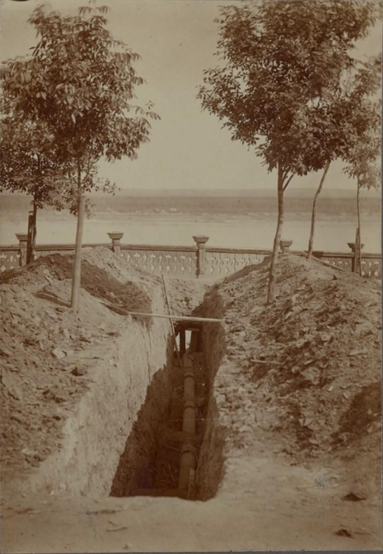 Прокладка канализации у Набережного сада. 1917