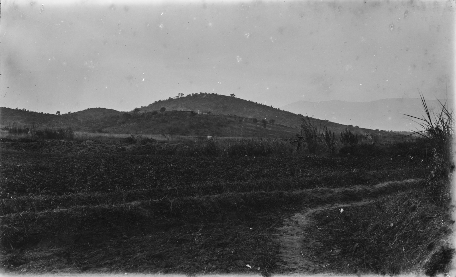 33. Вид на холмистый пейзаж в районе Корогве