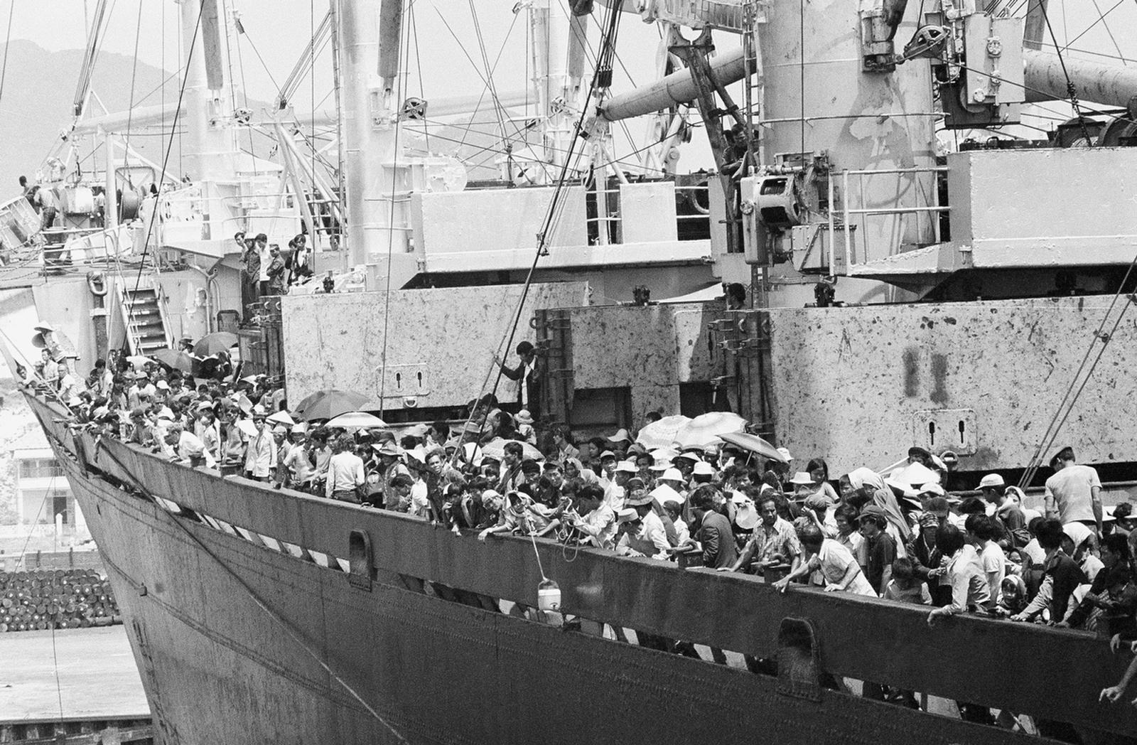 В корабле перевозилось 5600 южно-вьетнамских беженцев и около 40 американцев из Дананга. 29 марта 1975
