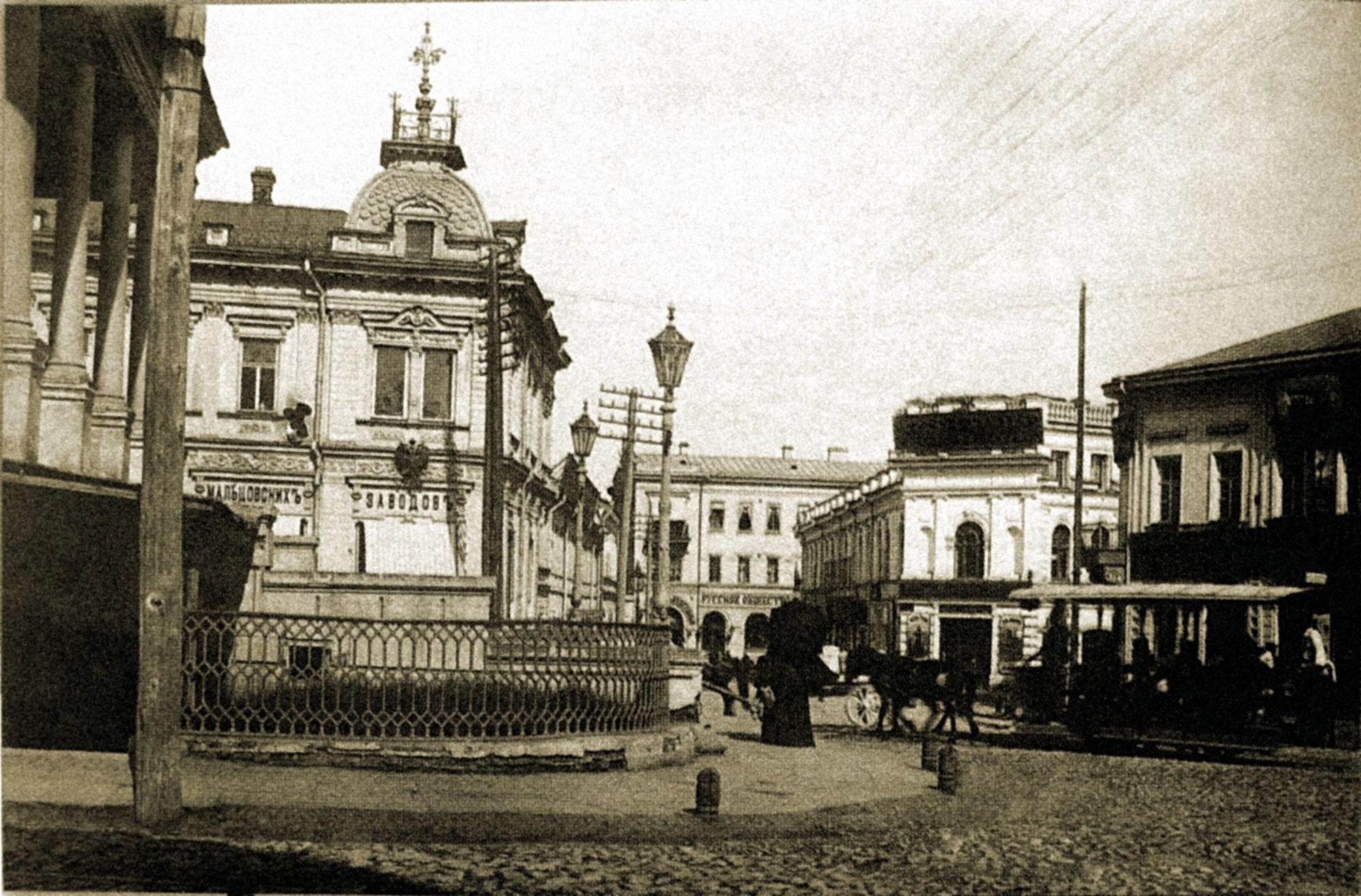 Вид от Биржи на Армянский переулок