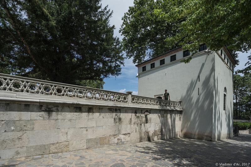 Дворец Топкапы в Стамбуле. Башня Главного преподавателя (BaşLalaKulesi), (Павильон Главного лекаря Султана (HekimbaşıOdası).